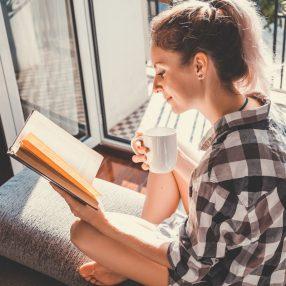 Beneficiile cititului în secolul XXI - De ce lectura NU și-a pierdut încă din adepți