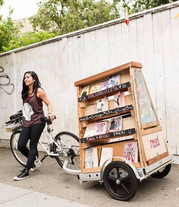 Biblioteca-mobilă-cu-cărți-gratuite