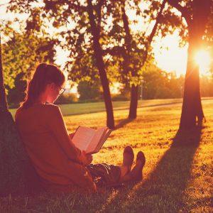 Literatura-contemporană-preferata-tinerilor-Află-ce-cărți-citesc-și-care-sunt-cei-mai-apreciați-autori